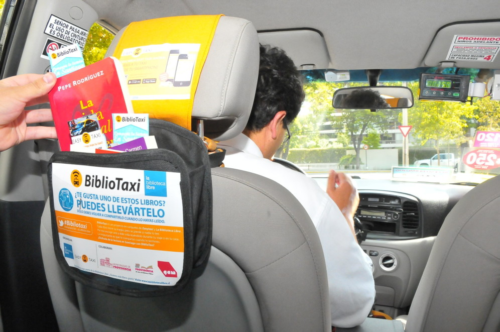 """Llega desde Brasil """"Bibliotaxi"""" de Easy Taxi."""